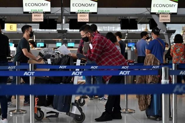 آزمایش کرونا در فرودگاههای انگلیس شاید تا یک ماه دیگر