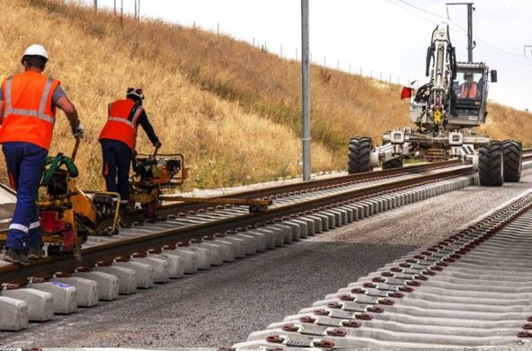 پروژههای غیر اولویتدار بهرهوری شبکه ریلی را کاهش میدهد