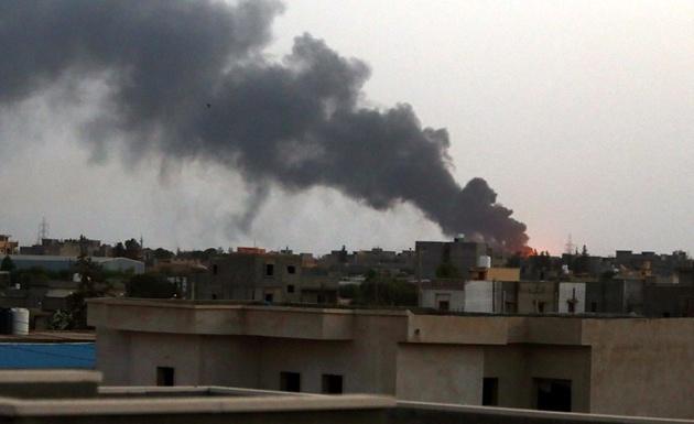 فرودگاه طرابلس لیبی هدف موشک قرار گرفت