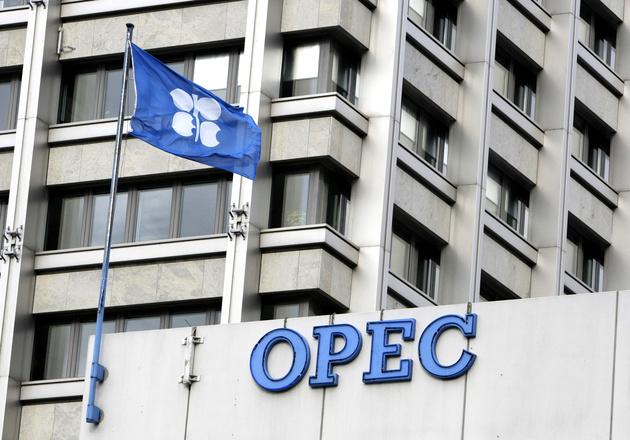 توافق اوپک و متحدانش برای کاهش ۵۰۰ هزار بشکه ای تولید نفت
