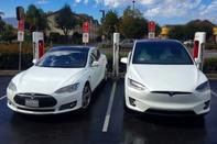 افزوده شدن قابلیت رانندگی خودکار به تمام خودروهای تسلا