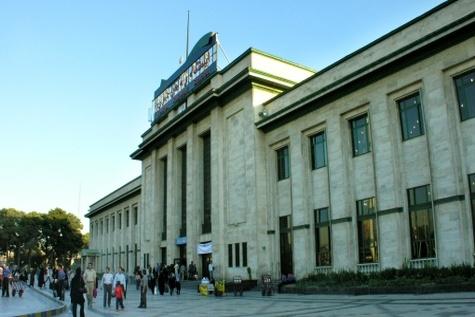 نصب اولین لکوموتیو تاریخ ایران در میدان راه آهن
