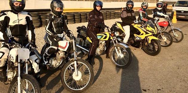 زن و قانون و موتور سیکلت