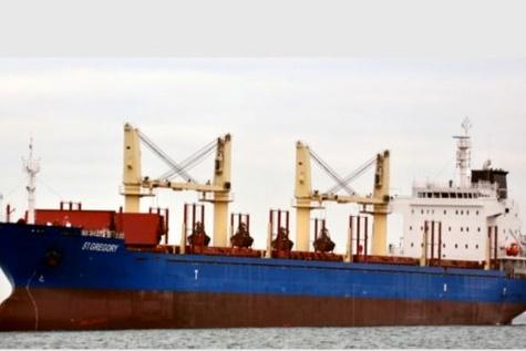 Bulk carrier runs aground off Greece