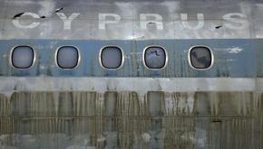 عکس روز| لاشه هواپیمای قبرس در دیوار برلین