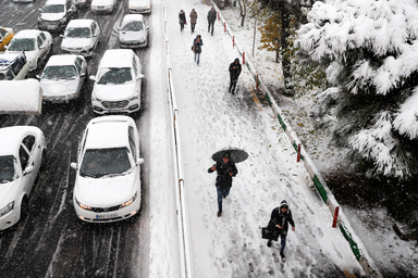 نایاب شدن تاکسی و اتوبوس در روز برفی تهران