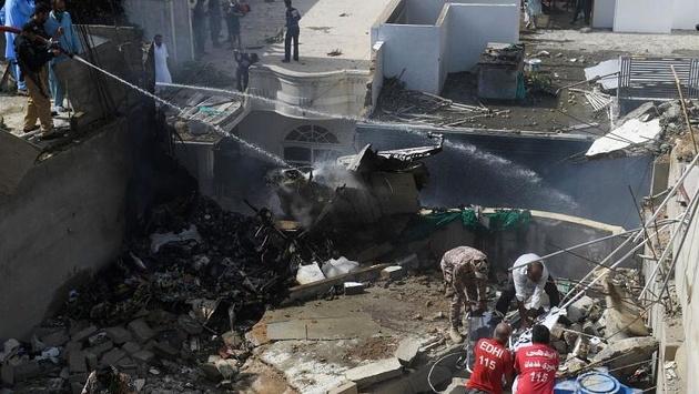 تصاویر| سقوط هواپیمای مسافربری پاکستان