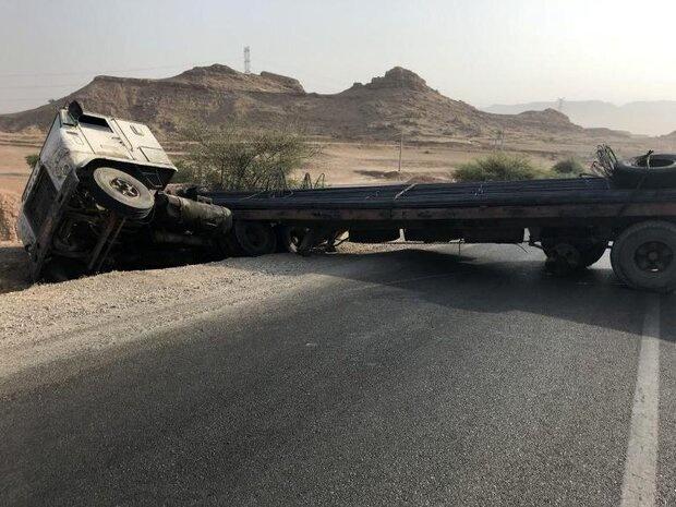 ۲ نفر به علت واژگونی یک دستگاه تریلر کشته و زخمی شدند