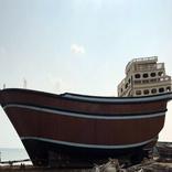 بزرگترین لنج باری فایبرگلاس در قشم به آب انداخته شد