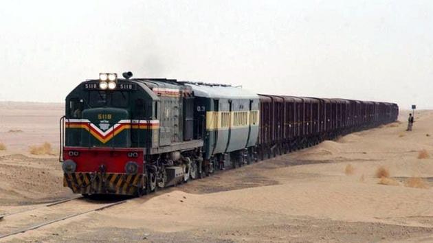 قطار باری پاکستان در زاهدان از ریل خارج شد