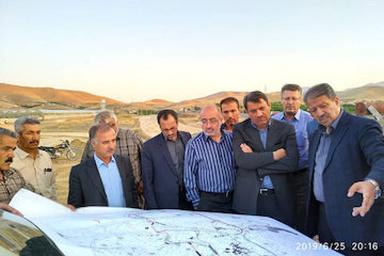 بازدید معاون سازمان برنامه و بودجه کشور از پروژه های راهسازی کردستان