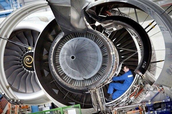 بازدید رئیس سازمان هواپیمایی از کارخانه تولید توربین موتور