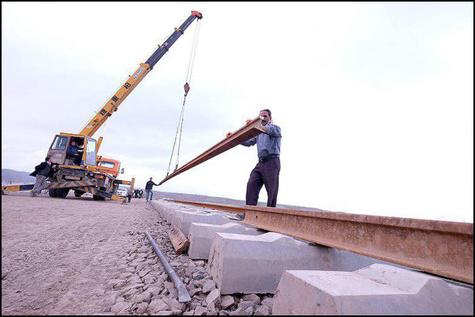 محوطه سازی ایستگاه راه آهن زواره آغاز می شود