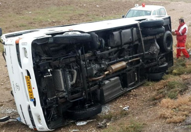 واژگونی مینیبوس مسافران هندی 24 مصدوم داشت