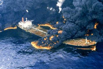 فیلمی از سوختن چهار کشتی در عسلویه