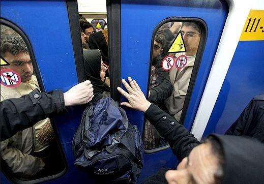 لطفا در مترو مانند بررهایها رفتار نکنیم