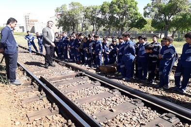 بازدید دانش آموزان از اداره کل راه آهن اراک