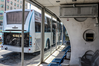 ایستگاههای اتوبوس اهواز در انتظار هوای خنک
