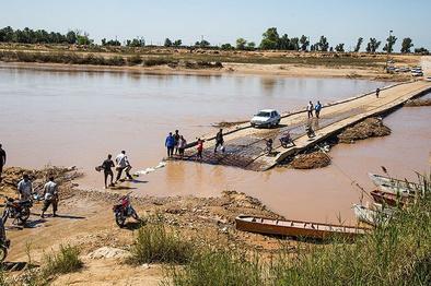 انسداد برخی محورها به علت طغیان رودخانههای محلی