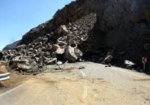 مسدود شدن جاده پلدختر - اندیمشک بر اثر ریزش کوه