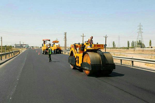 انجام عملیات روکش آسفالت محور روستایی طویر-ناتر شهرستان چالوس