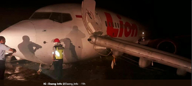 Lion Air 737-800 veers off runway after landing in rain