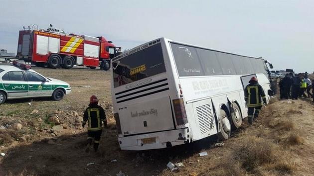 واژگونی اتوبوس در مرودشت 13 مصدوم برجا گذاشت