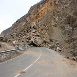پاکسازی ریزش کوه در محورهای ایذه- دهدز- لردگان