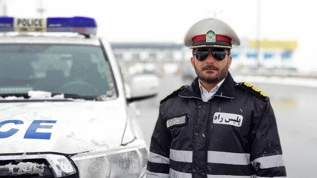امدادرسانی پلیس راه اردبیل به اتوبوس آتش گرفته در جاده اردبیل - سرچم