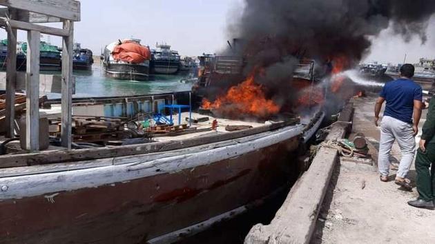 شناور باری در بندر محمدعامری بوشهر آتش گرفت