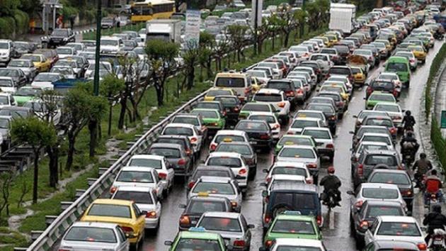 ترافیک سنگین در محور چالوس/ تردد در محورهای هراز و فیروزکوه روان است