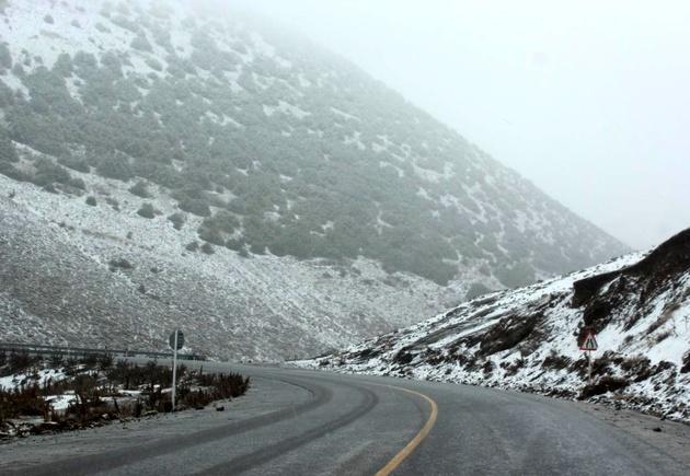 تمام جاده های استان قزوین لغزنده هستند