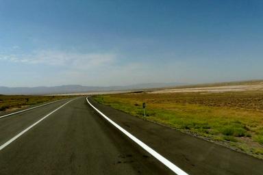 75 کیلومتر روکش و بهسازی محورهای روستایی درقم در دولت یازدهم اجرا شده است