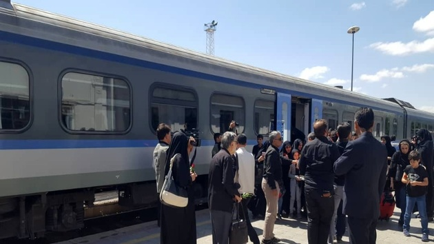 ورود قطار کاروان عشق به زنجان