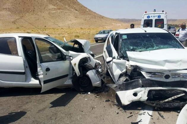 تصادف در مهریز 11 زخمی بر جا گذاشت