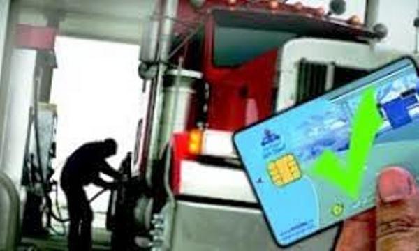 نصب بنرهای اطلاعرسانی با موضوع کارت سوخت در پمپبنزین ها+عکس