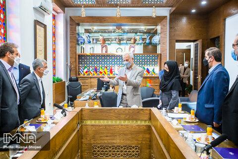 امضای تفاهم نامه همکاری سه جانبه برای تولید اتوبوس های برقی در اصفهان