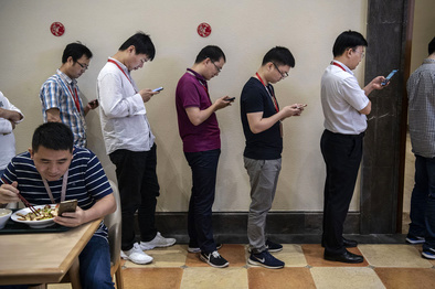 عکس عجیبی که از داخل شرکت هوآوی منتشر شد