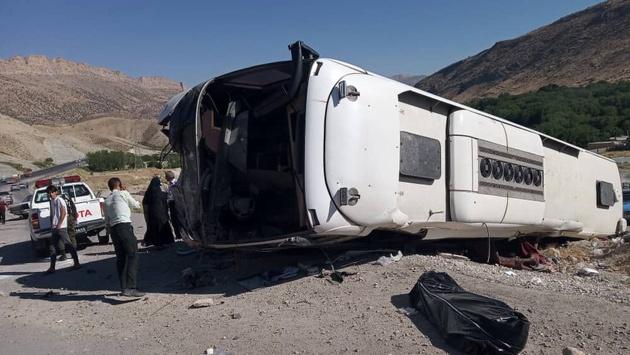 واژگونی یک دستگاه اتوبوس در اتوبان کرج - قزوین یک کشته برجای گذاشت