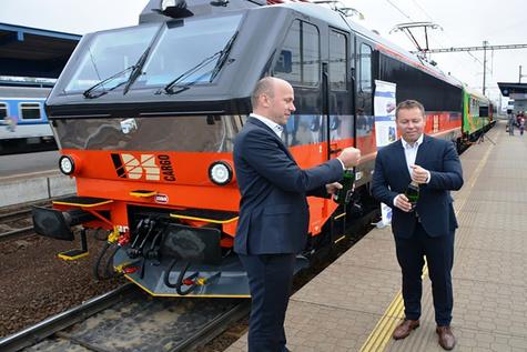 EffiLiner 3000 locomotive handed over