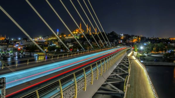 Istanbul launches 24-hour public transport