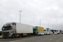 ترافیک کامیونها در جاده منتهی به پتروشیمی اراک