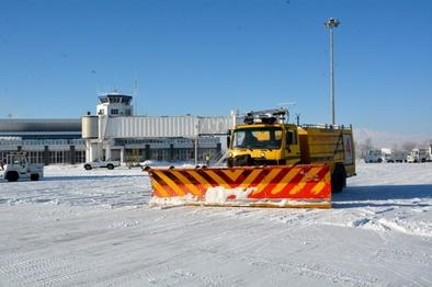 فرودگاه اردبیل اولین عملیات برفروبی سال 97 را انجام داد