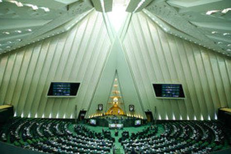 جلسه غیرعلنی مجلس برای بررسی وضعیت موسسات اعتباری با حضور سیف