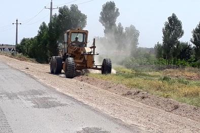 انجام 28 کیلومتر تسطیح و تیغهزنی راههای خاکی شهرستان تاکستان