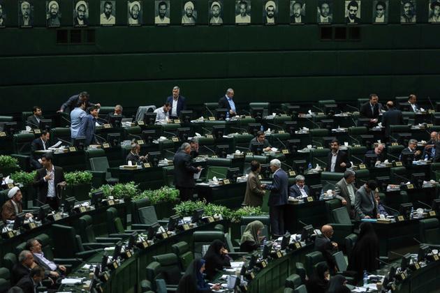 درخواست ۱۷۱ نماینده از رئیسجمهور درباره کابینه دوازدهم