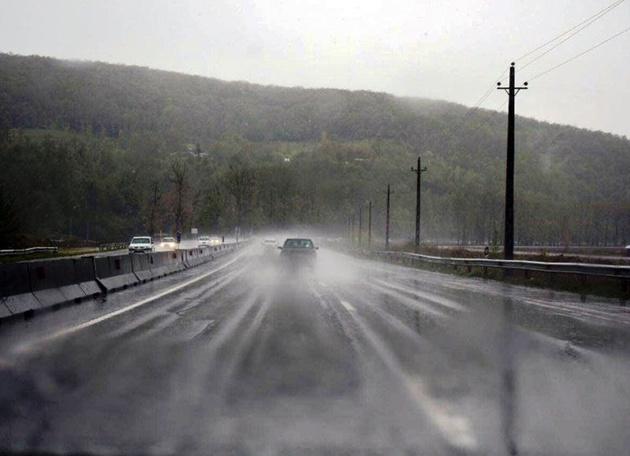 سطح جادهها در خراسان رضوی لغزنده است