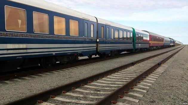 عبور قطار پرسرعت تهران- قم- اصفهان از جمکران