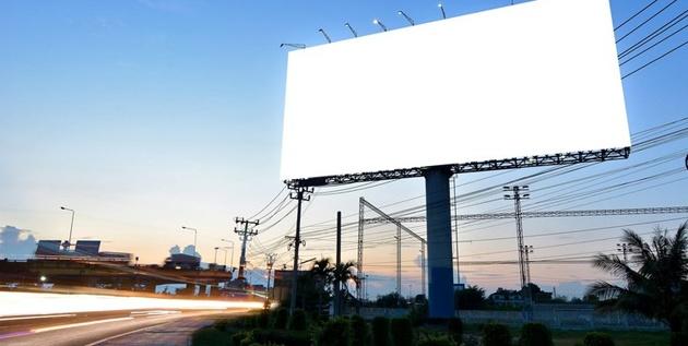 تأثیر تابلوهای تبلیغاتی جادهای در افزایش سوانح رانندگی