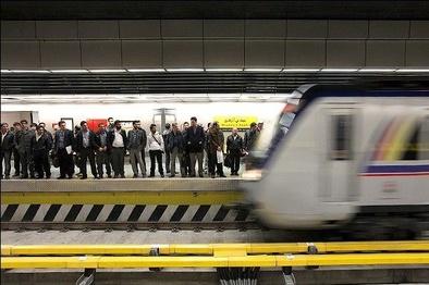 عدم توقف قطار در سه ایستگاه مترو به دلیل اتصالی سیستم برق